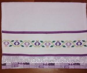 toalha bordado lilás